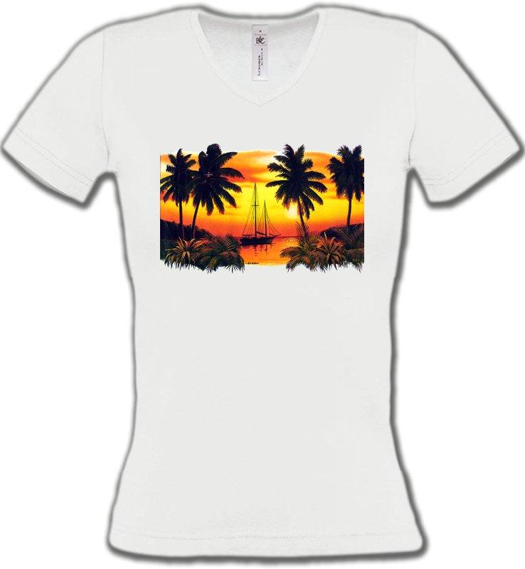 T-Shirts Col V FemmesNature et paysagesCoucher de soleil sous les palmiers